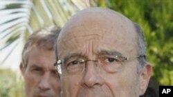 法國外交部長朱佩透露利比亞領導人卡扎菲放棄權力﹐他將可以留在利比亞。