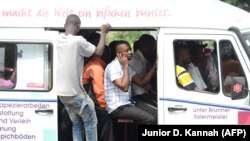 Un minibus dans les rues de Kinshasa, le 1er juillet 2013