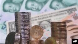 중국 위안화와 미국 달러화 (자료사진)