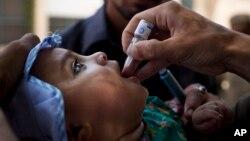 تنها با دو قطره واکسین می توانید جلو ابتلا به بیماری پولیو را بگیرید.