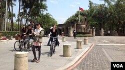 台灣著名學府-台大校本部的前門外景(美國之音楊晨拍攝)