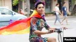 учасниця параду ЛГБТІ у В'єтнамі