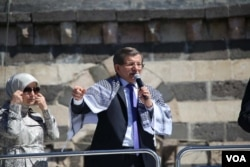 FILE - Turkish PM Davutoglu gave a speech at Diyarbakir after Friday prayers (Photo: Mahmut Bozarslan -VOA)
