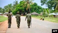 Des militaires mozambicains en patrouille, le 31 octobre 2019. (Photo: AFP/Adrien Barbier)