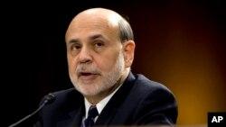 Gubernur bank sentral Amerika, Ben Bernanke, bersaksi di depan Komite Perbankan Senat AS (26/2). (AP/Carolyn Kaster)