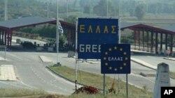 МНР препорачува туристите да ја избегнуваат Атина