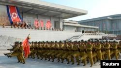 한국전 정전협정 체결 61주년을 맞은 지난달 27일, 북한 평양 금수산태양궁전 광장에서 결의대회가 열렸다.