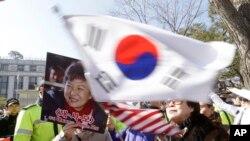 Các cuộc biểu tình ủng hộ bà Park đã lan rộng đáng kể về số lượng trong vài tuần qua.