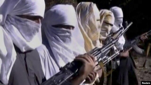 Các chiến binh Taliban trong vùng bộ tộc Nam Waziristan đầy bất ổn dọc biên giới Afghanistan.