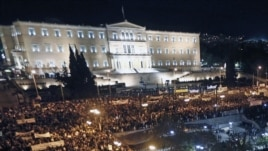 Des manifestants devant le Parlement grec