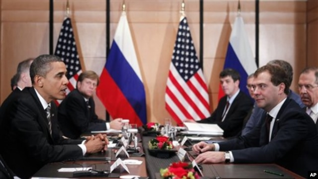 President Barack Obama meets with President Dmitry Medvedev of Russia on the sidelines of the APEC summit in Yokohama,  Japan, 14 Nov 2010