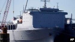 """Američki vojni brod """"Kejp Rej"""" deo rezervne flote u Portsmutu u Virdžiniji, poslužiće kao lokacija za uništavanje najtoksičnijeg sirijskog hemijskog oružja."""