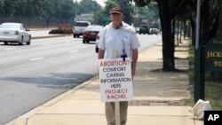 反堕胎人士在街上抗议