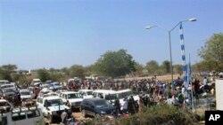 Abasivile bariko bahungira mu kibanza c'ishirahamwe O-N-U mu gisagara ca Bor muri Sudani yo mu bumanuko