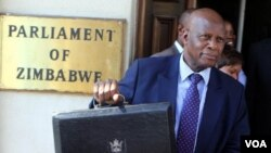Le ministre zimbabwéen des Finances Patrick Chinamasa