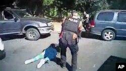 Полиция Шарлотта 24 сентября 2016 г. опубликовала видео столкновения полицейских с Китом Лэмонтом Скоттом
