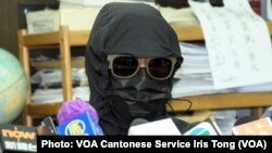 被判監3年的鄧棨然的弟弟鄧先生表示,得知哥哥被判監及罰款,心情感到難受,認為判刑太重, 他又擔心哥哥可能是受到虐待才會認罪 (攝影:美國之音湯惠芸)