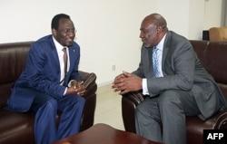 Le président intérimaire du Mali, Dioncounda Traoré (à g.), et le Premier ministre Modibo Diarra (archives)