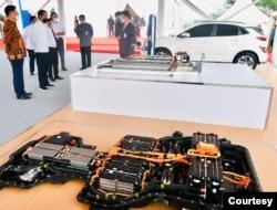 Pabrik baterai untuk kendaraan listrik ini diklaim sebagai yang pertama di Asia Tenggara dan di Indonesia dengan nilai investasi USD1,1 miliar. (Setpres RI)