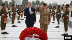 John Kerry with Pakistan Army Chief Raheel Sharif during his visit to Islamabad, Jan. 13, 2015.