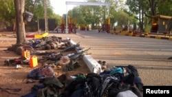 博科圣地组织被缴获的武器、个人用品和死亡士兵的遗体