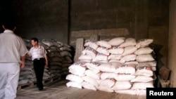 북한 휘천에서 유엔 세계식량계획을 통해 지원된 곡물을 저장하고 있다. (자료사진)