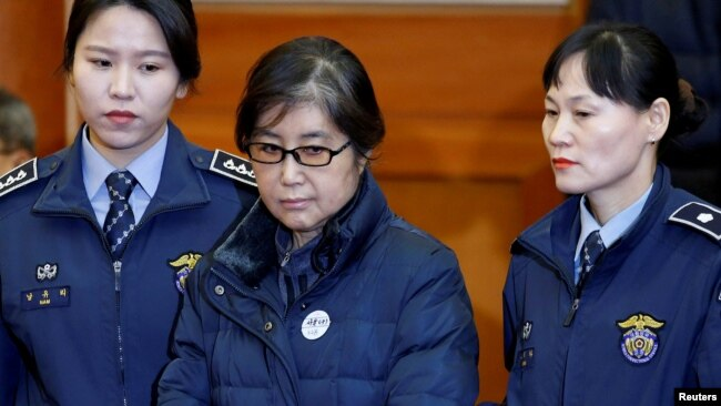 FILE - Choi Soon-sil, the woman at the center of the South Korean political scandal and long-time friend of President Park Geun-hye, arrives for a hearing for South Korean President Park Geun-hye's impeachment trial.