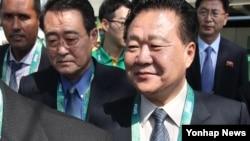리우올림픽 참관을 위해 브라질을 방문한 최룡해 북한 노동당 중앙위원회 부위원장이 지난 10일 여자양궁 개인전 경기를 관람한 후 경기장을 빠져나가고 있다.