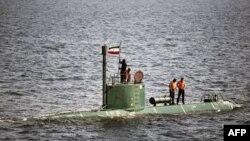 Иранская подводная лодка в Ормузском проливе