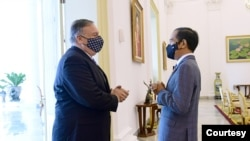 美国国务卿蓬佩奥2020年10月29日会见印度尼西亚总统佐科·维多多(印尼总统府照片)