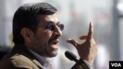 Mahmoud Ahmadinejad habló en un acto por el aniversario de la revolución islámica iraní.