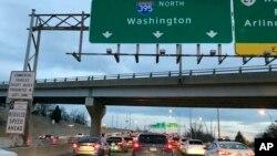 2019年1月28日凌晨政府開門第一天華盛頓I-395公路上班車流。