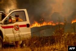 지난 5일 캘리포니아주 북부 멘도시노 국유림에서 산불이 확산되고 있다.