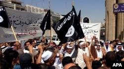 Mideast Iraq Behind Militant Lines