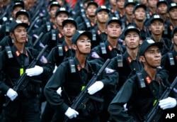 Diễu binh kỷ niệm 40 năm ngày 30/4. Việt Nam đang cấp tập chuẩn bị cho buổi lễ diễu binh vào ngày 2/9 với số người tham gia kỷ lục.