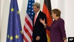 26일 존 케리 미 국무장관이 베를린에서 앙겔라 메르켈 독일 총리와 회담했다.