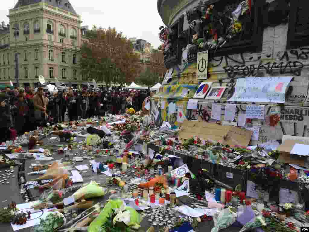 Mementos, flowers and messages left at the Place de la Republique in Paris, France, in honor of victims of the Nov. 13 terror attacks which killed at least 129 people and left more than 350 injured. (Photo: D. Schearf/VOA)