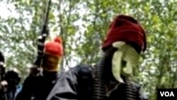 Kelompok militan MEND (foto: dok). Kelompok ini menyatakan bertanggung jawab atas penculikan tujuh petugas Exxon dari sebuah anjungannya di lepas pantai.