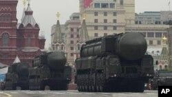 """На фото - система Тополь-М. У матеріалі йдеться про РС-26 """"Рубіж""""."""