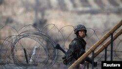 Vojnik Južne Koreje u blizini demilitarizovane zone koja razdvaja dve zemlje