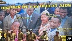 Wanajeshi wa jeshi la kujenga taifa Kenya wakisimama mbele ya bango linalo hamasisha kupambanana ukimwi
