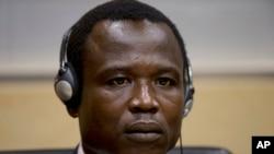 លោក Dominic Ongwen មេបញ្ជាការក្រុមឧទ្ទាម LRA នៅប្រទេសអ៊ូហ្គង់ដា ពេលស្ថិតនៅក្នុងតុលាការឧក្រិដ្ឋកម្មអន្តរជាតិ (ICC) នៅក្រុង The Hague ប្រទេសហូឡង់ នាថ្ងៃទី២៦ ខែមករា ឆ្នាំ២០១៥។