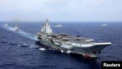 중국 인민해방군 해군이 지난 18일 서태평양에서 항모전단 랴오닝호를 동원한 군사 훈련을 실시하고 있다.