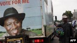 Предвыборный баннер Гудлака Джонатана на грузовике