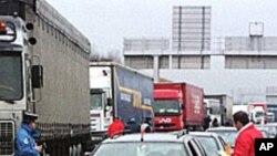 도로를 막아선 프랑스 트럭업계 파업 시위.