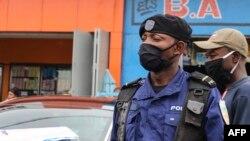 Cảnh sát Cộng hòa Dân chủ Congo mang khẩu trang tại thủ đô Kinshasa (ảnh chụp ngày 29/5/2020)