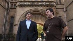 Profesori Andre Geim i Dr. Konstantin Novoselov u Mančesteru u Engleskoj.