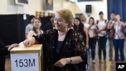 L'ancienne présidente du Chili, Michelle Bachelet, lors de l'élection présidentielle à Santiago, le 19 novembre 2017.