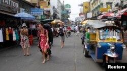 Suasana sebuah sudut kawasan utama turis di jalan Khao San, Bangkok, 14 Januari 2012 (Foto: dok).