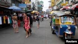 Bangkok là nơi có nhiều người Việt sang Thái bằng thị thực du lịch, sau đó ở lại làm việc bất hợp pháp.